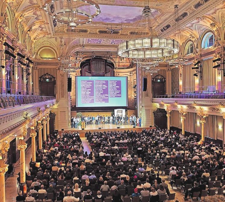 Die Historische Stadthalle Wuppertal bildet am 9. September wieder die festliche Kulisse für die Lossprechungsfeier der Wuppertaler Auszubildenden im Handwerk. Rund 1000 Gäste werden erwartet.