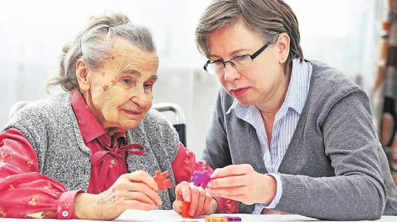 """Meist sind es Frauen, die Angehörige pflegen. Sie bilden somit den """"größten ambulanten Pflegedienst"""", sagt Rainer Keßler vom Caritasverband Wuppertal. Foto: Thinkstock"""